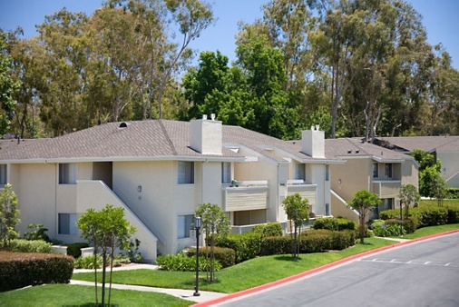 Exterior view of Turtle Rock Vista Apartment Homes in Irvine, CA.