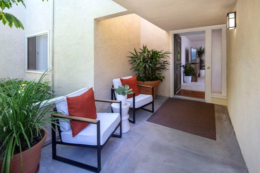 View of entry at Turtle Rock Vista Apartment Homes in Irvine, CA.
