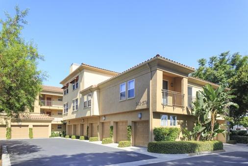 Exterior view of Villa Coronado Apartment Homes in Irvine, CA.
