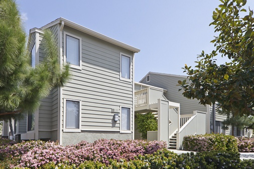 Exterior view of Windwood Knoll Apartment Homes in Irvine, CA.