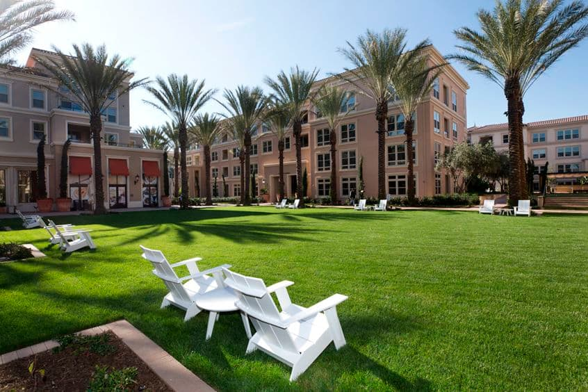 Exterior view of grass area at Villas Fashion Island Apartment Homes in Newport Beach, CA.