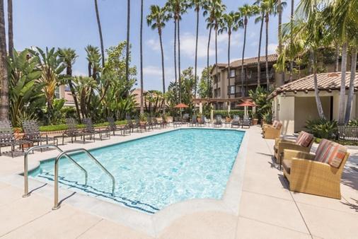 Exterior view of pool at Rancho Mariposa Apartment Homes in Tustin, CA.