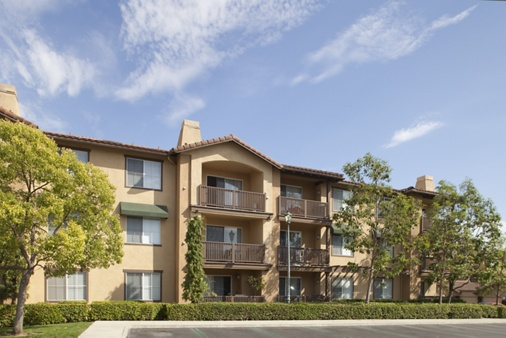 Exterior view of Rancho Monterey Apartment Homes in Tustin, CA.