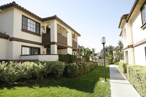 Exterior view at Rancho Tierra Apartment Homes in Tustin, CA.