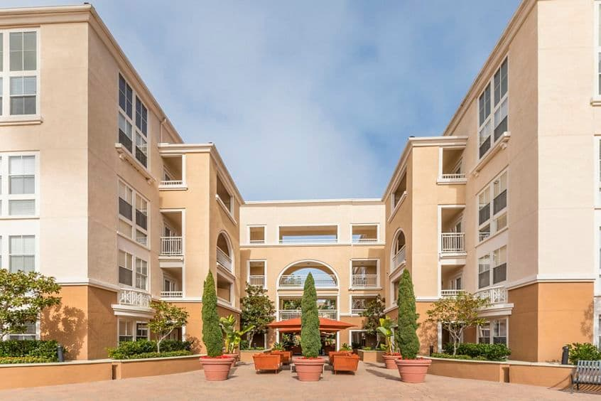 Exterior view at La Jolla Palms Apartment Homes in San Diego, CA.