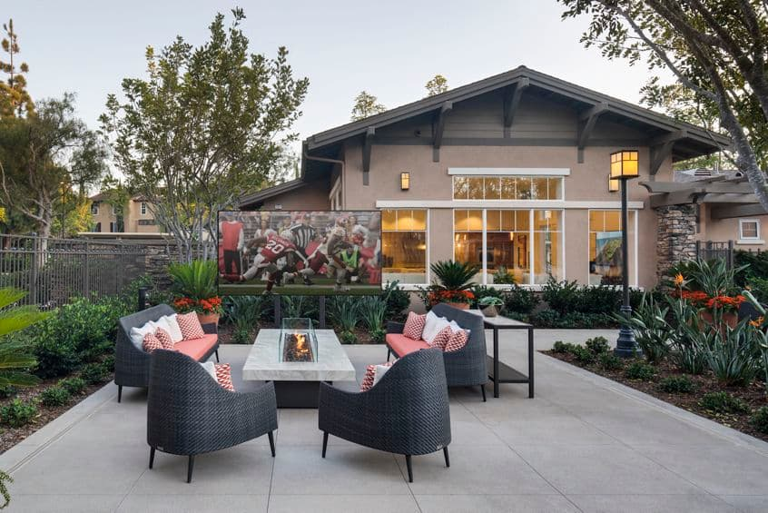Exterior view of courtyard at Torrey Ridge Apartment Homes in San Diego, CA.