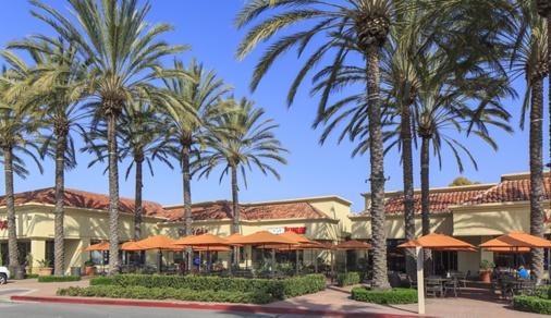 General views of Westpark Plaza neighborhood retail center in Irvine Spectrum. Lamb 2015.