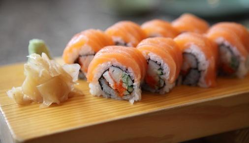 Shutterstock_151708712_sushi