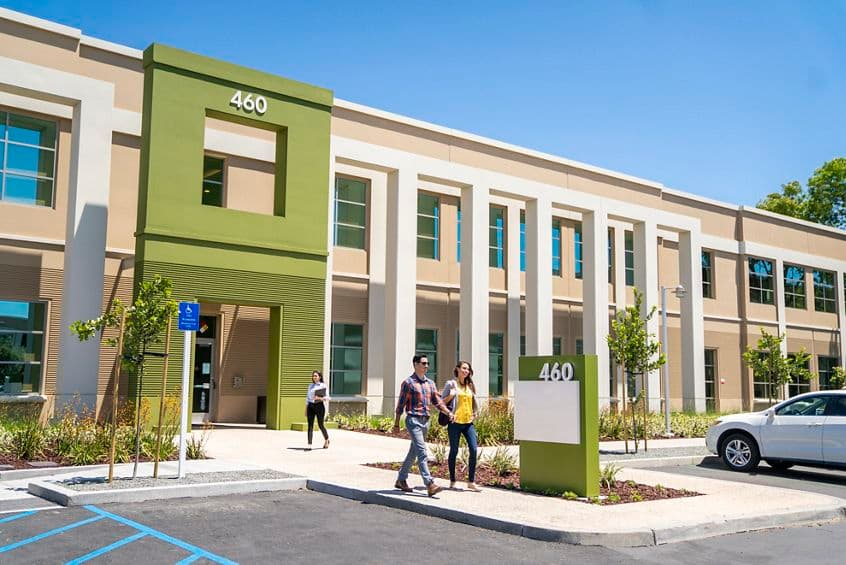 Lifestyle photography of the building entry at McCarthy Center - 480 N McCarthy Boulevard in Milpitas, CA