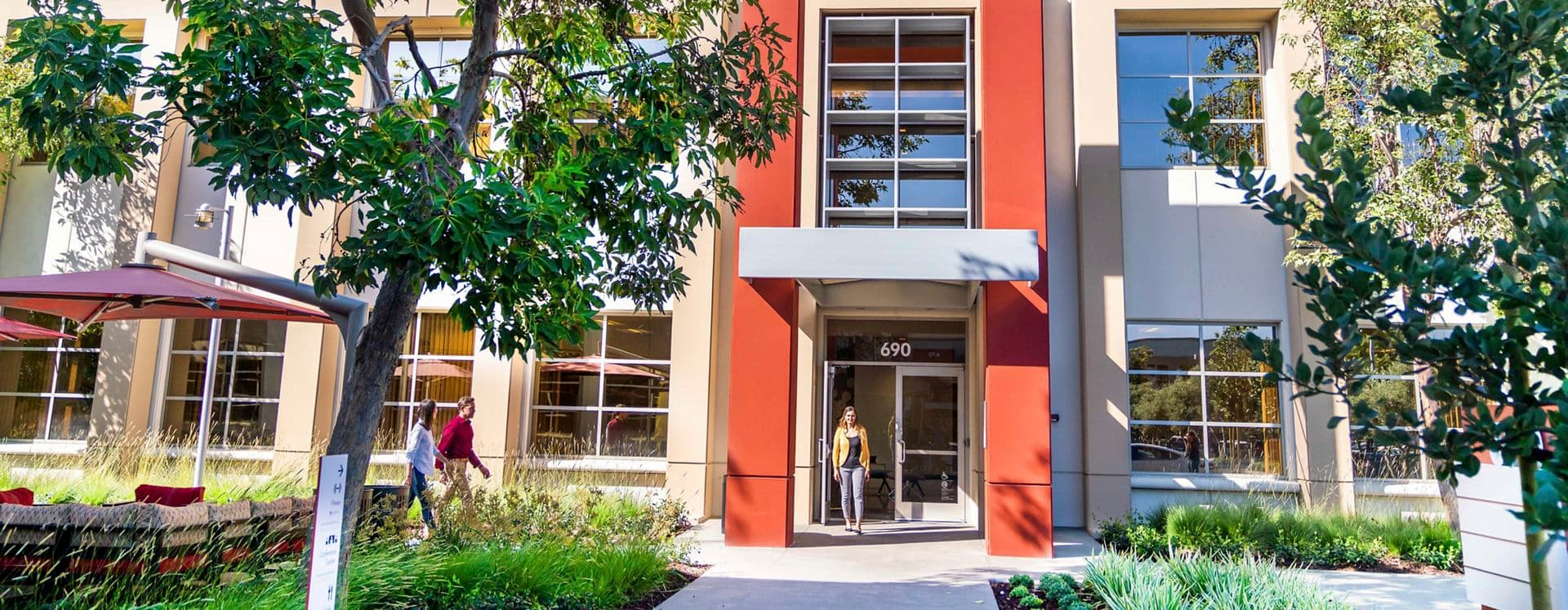 Lifestyle photography of the building entry at McCarthy Center - 690 N McCarthy Boulevard in Milpitas, CA