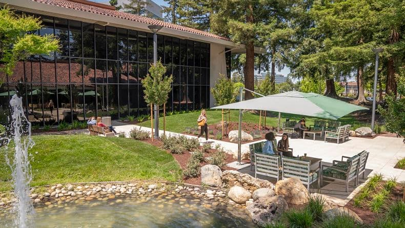 Lifestyle photography of the outdoor workspaces between 2540 and 3990 Freedom Circle in Santa Clara, CA